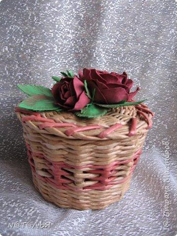 Привет всем жителям СМ. Продолжаю попытки украшать свои работы цветочками из фома. Хотя эта шкатулка далеко не совершенна, но мне она симпатична. фото 1