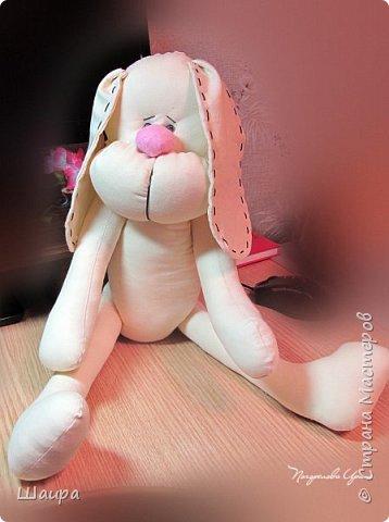 Пасхальный кролик для внука. Рост 60 см. Ровно столько, сколько сейчас рост внука. Стоит прислонившись к стене, сидит. Ручки - ножки двигаются.  Костюм можно снять. Кролика можно постирать. фото 16