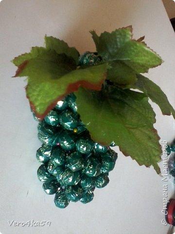 Гроздь винограда из конфет фото 1