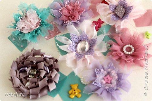 Доброго всем дня!! С Великим Днём Победы!!! Вчера сделала цветочки для моих куколок..Спасибо КсюИв  за МК - http://stranamasterov.ru/node/987708?c=favorite Теперь мои куклёхи будут нарядными с такими брошками - цветочками! фото 1