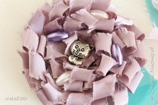 Доброго всем дня!! С Великим Днём Победы!!! Вчера сделала цветочки для моих куколок..Спасибо КсюИв  за МК - http://stranamasterov.ru/node/987708?c=favorite Теперь мои куклёхи будут нарядными с такими брошками - цветочками! фото 6