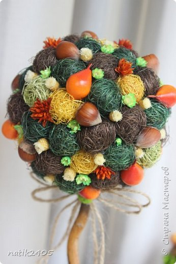 """Топиарий """"Лесная сказка"""" - выполнен из натуральных природных материалов: сизалевое волокно; фундук; искусственные груши; сухоцветы - hill fiowers, happy flowers, гликсия. Кашпо из сухоцвета тропического плода, декорированное натуральным стабилизированным мхом. Высота 30 см. фото 2"""