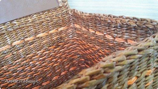 Сегодня хочу представить оранжево-коричневую серию плетеночек )) Сундучок 25*30см высота 20см. Дно - картон. Трубочки красила разбавленной морилкой мокко.  фото 4