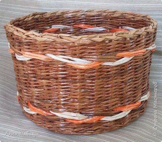 Сегодня хочу представить оранжево-коричневую серию плетеночек )) Сундучок 25*30см высота 20см. Дно - картон. Трубочки красила разбавленной морилкой мокко.  фото 7