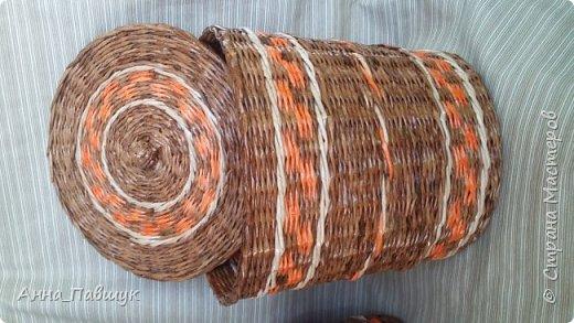 Сегодня хочу представить оранжево-коричневую серию плетеночек )) Сундучок 25*30см высота 20см. Дно - картон. Трубочки красила разбавленной морилкой мокко.  фото 6