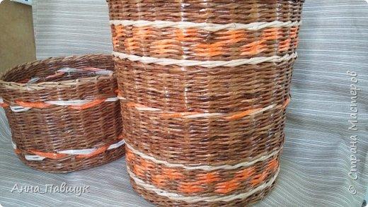 Сегодня хочу представить оранжево-коричневую серию плетеночек )) Сундучок 25*30см высота 20см. Дно - картон. Трубочки красила разбавленной морилкой мокко.  фото 5