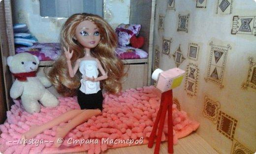 Привет!Это моя первая шарнирная куколка Алла.Ей 20 лет.Она нежная и дружелюбная.Для неё я сшила джинсовую юбку. фото 4
