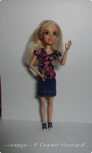 Привет!Это моя первая шарнирная куколка Алла.Ей 20 лет.Она нежная и дружелюбная.Для неё я сшила джинсовую юбку. фото 1