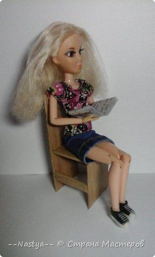 Привет!Это моя первая шарнирная куколка Алла.Ей 20 лет.Она нежная и дружелюбная.Для неё я сшила джинсовую юбку. фото 2
