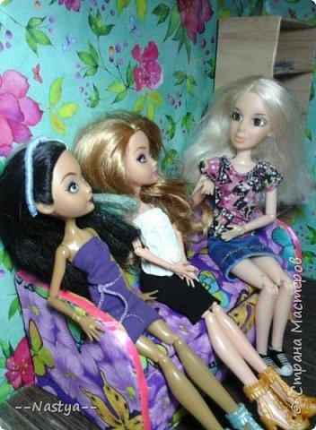Привет!Это моя первая шарнирная куколка Алла.Ей 20 лет.Она нежная и дружелюбная.Для неё я сшила джинсовую юбку. фото 7
