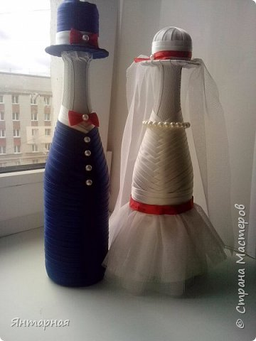 Наборчик делала к серебряой свадьбе. Почему синий? Я мастер, я так вижу))) На самом деле, серебряная лента на женихе выглядела не очень рядом с белоснежной невестой, поэтому было принято решение сделать контрастную парочку. фото 9