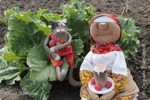 Добрый день, страна. Эти куклы сшились по мотивам очень мной любимых кукол Татьяны Козыревой. Уж очень хотелось иметь хоть частичку того позитива, какой исходит от ее персонажей! Низкий поклон мастеру! фото 1