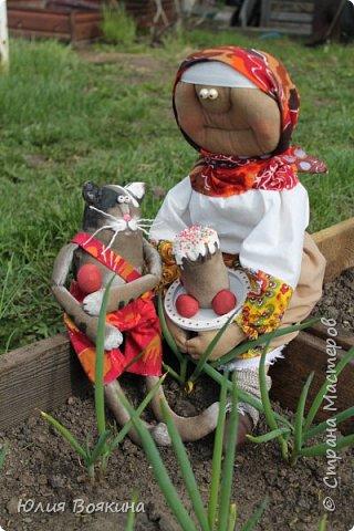 Добрый день, страна. Эти куклы сшились по мотивам очень мной любимых кукол Татьяны Козыревой. Уж очень хотелось иметь хоть частичку того позитива, какой исходит от ее персонажей! Низкий поклон мастеру! фото 3