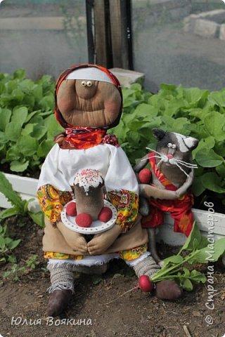 Добрый день, страна. Эти куклы сшились по мотивам очень мной любимых кукол Татьяны Козыревой. Уж очень хотелось иметь хоть частичку того позитива, какой исходит от ее персонажей! Низкий поклон мастеру! фото 6