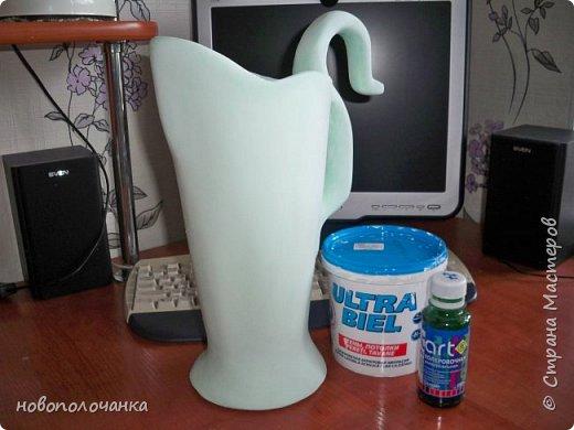 Здравствуйте мастера, мастерицы и гости!!! Такую вазу на день рождение я сделала для дочки моей племянницы,   15 мая ей исполнится    18лет.  Да, я знаю, что ваза с двумя фигурными ручками смотрится,  конечно,   красивее.   Но,  тогда пришлось бы  приклеивать вторую ручку к пластиковому  кувшину. А это очень не практично для действующей вазы, в которую будут наливать воду для цветов и сливать.    Поднимая  вазу с водой,  можем  просто забыть,  с какой стороны приклеена ручка, а с какой родная. Ручка отвалится. Сейчас много в продаже   различного клея  для прочного и надёжного приклеивания, склеивания. В данной поделке  я не надеялась, что ручка  супер  приклеится.  фото 24
