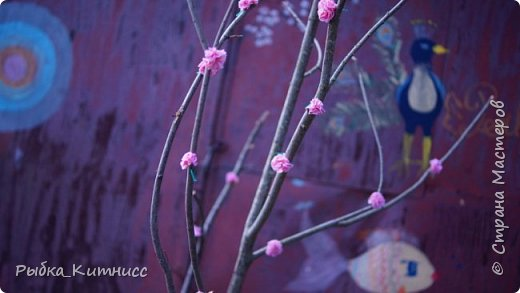 Всем привет! Если Вы любите японские традиции и мотивы, то наверняка знаете, что такое ханами. Ханами - это праздник цветения сакуры. Настоящая сакура цветёт всего неделю, а если посмотреть мой урок, то вы надолго продлите удовольствие от ханами!  В этом уроке мы сделаем вечнозелёную, или, поточнее, вечнорозовую сакуру. фото 15
