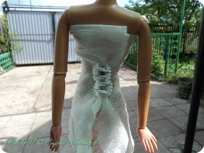 Привет! Рада тебя видеть. В этом блоге я делаю простое одноразовое платье из:  -2 влажные салфетки (должны быть уже сухие)  -тонкая ленточка  -2 или больше заколок для волос (маленькие)  Приступай к чтению и выполнению платья! В конце бонус! фото 4