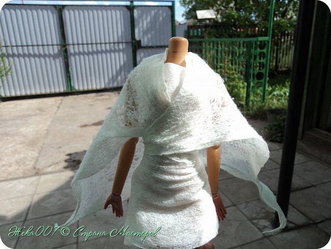 Привет! Рада тебя видеть. В этом блоге я делаю простое одноразовое платье из:  -2 влажные салфетки (должны быть уже сухие)  -тонкая ленточка  -2 или больше заколок для волос (маленькие)  Приступай к чтению и выполнению платья! В конце бонус! фото 5