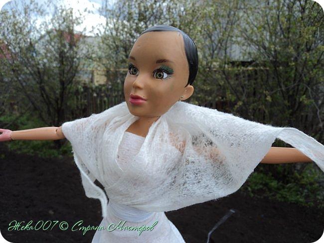 Привет! Рада тебя видеть. В этом блоге я делаю простое одноразовое платье из:  -2 влажные салфетки (должны быть уже сухие)  -тонкая ленточка  -2 или больше заколок для волос (маленькие)  Приступай к чтению и выполнению платья! В конце бонус! фото 10