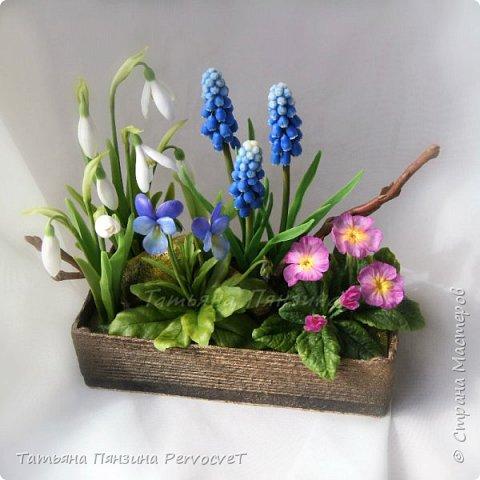 """Шкатулка-тайник """"Весенние цветы"""" . Выглядит как интерьерная цветочная композиция, а если поднять крышку, за специальные веточки, обнаружите удобный тайник. Цветы ручной работы, выполнены из флористических полимерных глин, а сама шкатулка из дерева с элементами декора. Все цветы надежно закреплены. Для удобства и сохранности композиции, предусмотрены специальные веточки, с помощью которых, Вы сможете поднимать крышку шкатулки.  Нежные и яркие вестники весны. Отблески теплого солнца и весеннего неба, в яркой зелени травы. Ноты мелодии радости пробуждения природы и самых нежных чувств. фото 2"""