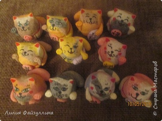 """Maneki Neko ( 招き猫 ) - буквально означает """"Приглашающий Кот"""", """"Зовущая Кошка"""", также известный как """"Кот Счастья"""", """"Денежный Кот"""" или """"Кот Удачи"""". Это распространённая японская скульптура, часто сделанная из фарфора или керамики, которая, как полагают, приносит её владельцу удачу.  фото 11"""