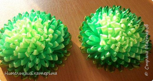 Хочу поделиться способом изготовления таких цветочков. На просторах интернета находила сам способ складывания лепестков, но таких цветочков не встречала.  фото 25