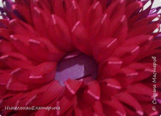 Хочу поделиться способом изготовления таких цветочков. На просторах интернета находила сам способ складывания лепестков, но таких цветочков не встречала.  фото 20