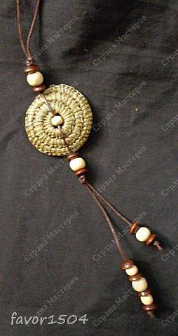 Вот такие необычные обереги из сосновой иглы безниточным плетением у меня получились....ну и деревянные бусины в отделке.... фото 3
