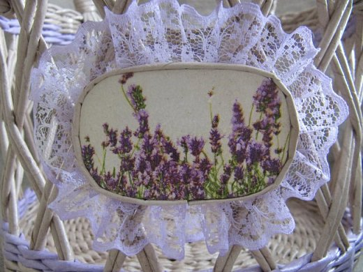 """Приветствую всех гостей своей странички! Как и у многих из вас в эту пору года работы в саду и в огороде занимают у меня много времени. Но я, все же, нахожу минуту для любимого занятия- плетения бумажными трубочками.   Запах ароматной лаванды и ее сиреневый цвет вдохновил меня на работы в стиле """"Прованс"""". Предлагаю на них посмотреть.  Эта ИНТЕРЬЕРНАЯ КОРЗИНА сплелась на одном дыхании после просмотра корзинки Юлии из г.Киев (https://stranamasterov.ru/node/1024539). Спасибо большое автору за идею и ссылки на МК!     фото 5"""