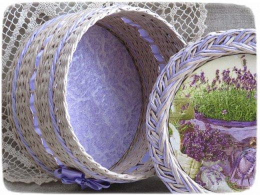 """Приветствую всех гостей своей странички! Как и у многих из вас в эту пору года работы в саду и в огороде занимают у меня много времени. Но я, все же, нахожу минуту для любимого занятия- плетения бумажными трубочками.   Запах ароматной лаванды и ее сиреневый цвет вдохновил меня на работы в стиле """"Прованс"""". Предлагаю на них посмотреть.  Эта ИНТЕРЬЕРНАЯ КОРЗИНА сплелась на одном дыхании после просмотра корзинки Юлии из г.Киев (https://stranamasterov.ru/node/1024539). Спасибо большое автору за идею и ссылки на МК!     фото 9"""