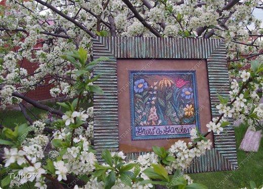 Пришла весна! Весна-красна С зелёной травкой у окна. Повесила серёжки Берёзе-белоножке. Везде весна! Весна везде — В звериной норке и в гнезде. Как много солнечных лучей! На старых липах крик грачей, Свистят весёлые скворцы, На каждом дереве — певцы. И под кустом в траве пчела Фиалку синюю нашла. /Трутнева Е.Ф./ фото 1