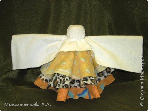 Я предлагаю Вам мастер-класс по изготовлению куклы образа, «модифицированной» куклы  –  оберега  «Колокольчик». Кукла Валдайский колокольчик (так как родина куклы — Валдай)  – задорная куколка, своим звоном    приносит в дом только хорошие новости, радость и веселье. Колокольчик радости - так ее еще зовут. Куколка олицетворяет звон колокола, который так же защищал людей от напастей и болезней.  фото 14