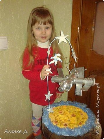 """Когда мы с Олежкой сделали поделку для конкурса """"Дорога к звездам"""", в садике попросили тоже сделать поделку ко Дню космонавтики. Решено было отдать ее в садик фото 1"""