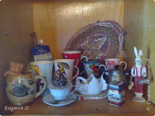 Воодушевленная похвалами моей винтажной полочки, решилась явить миру серию фоторепортажей о моем дорогом доме, его душевностях. Начинаю с самого любимого местечка - с чайного уголка. Это не кухня, это именно уголочек. Сразу прошу простить за качество фото, освещение - не очень. Местечко это заветное, и уютное для меня. Здесь приятно пить чай-кофе, приятно ужинать с вином и свечами, просто мечтать. Утро и вечер начинается и заканчивается в этой части дома, не мыслю полноценной жизни без обязательных чаепитий с мечтами на десерт. Антураж несколько меняется по сезону и согласно рождественских и пасхальных праздников. Другие салфетки, гардинки, другие декоративные элементы.  Пасхальный декор будет украшать до праздника Вознесения. фото 13