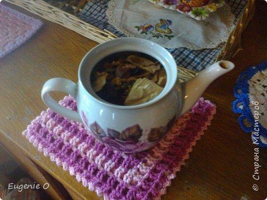 Воодушевленная похвалами моей винтажной полочки, решилась явить миру серию фоторепортажей о моем дорогом доме, его душевностях. Начинаю с самого любимого местечка - с чайного уголка. Это не кухня, это именно уголочек. Сразу прошу простить за качество фото, освещение - не очень. Местечко это заветное, и уютное для меня. Здесь приятно пить чай-кофе, приятно ужинать с вином и свечами, просто мечтать. Утро и вечер начинается и заканчивается в этой части дома, не мыслю полноценной жизни без обязательных чаепитий с мечтами на десерт. Антураж несколько меняется по сезону и согласно рождественских и пасхальных праздников. Другие салфетки, гардинки, другие декоративные элементы.  Пасхальный декор будет украшать до праздника Вознесения. фото 8