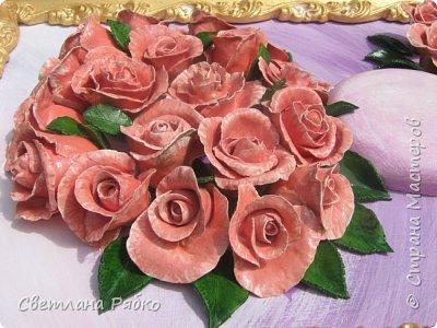 «Вот роза всех цветов царица» Вот роза, всех цветов царица, Блестит румянца красотой, Как утра майского денница, И дышит сладостной весной. Автор: Борис Федоров фото 4
