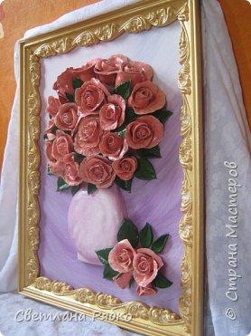 «Вот роза всех цветов царица» Вот роза, всех цветов царица, Блестит румянца красотой, Как утра майского денница, И дышит сладостной весной. Автор: Борис Федоров фото 2