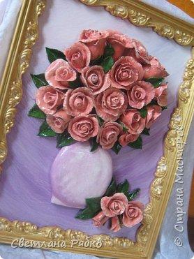 «Вот роза всех цветов царица» Вот роза, всех цветов царица, Блестит румянца красотой, Как утра майского денница, И дышит сладостной весной. Автор: Борис Федоров фото 3