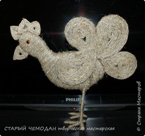 Петушок из льняного шпагата на проволочном каркасе со стеклянными глазками размер 22*19 см фото 3