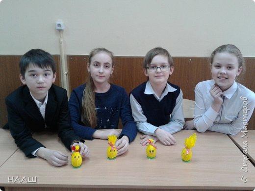 Пятиклассники готовились к пасхе за ранее.  Кто-то делал пасхальные яйца в технике пейп-арт. фото 5