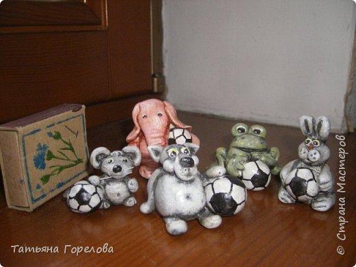 """Мои миниатюры из соленого теста """"Зверятки-футболятки"""", представленные на конкурс, посвященный проводимому в 2018 году в Нижнем Новгороде футбольному матчу. фото 1"""