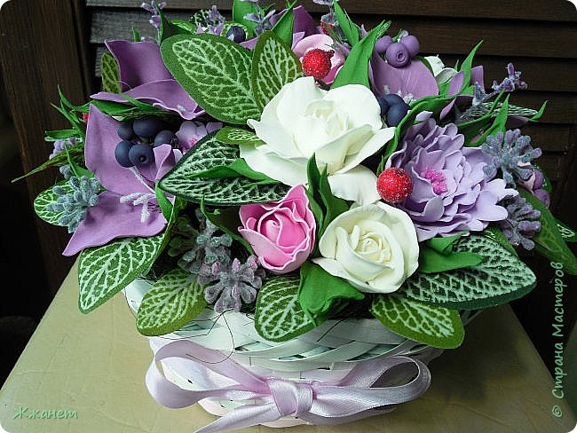 Корзинка с цветами из фома. фото 1
