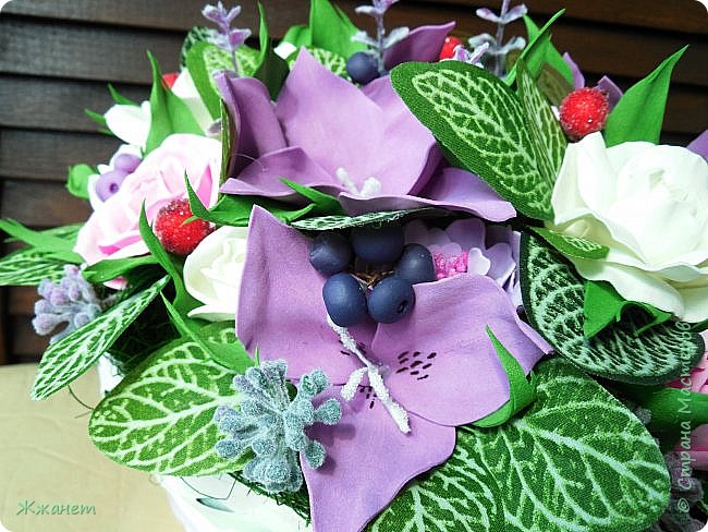 Корзинка с цветами из фома. фото 3