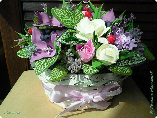 Корзинка с цветами из фома. фото 5