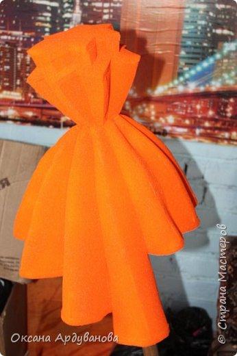 Парик Симка из фиксиков ,сделанный по мастер-классу Елены Гусевой в ютюбе .Материал поролон.покрашен краской из баллончика. Позировать отказались все кроме лошади. фото 5