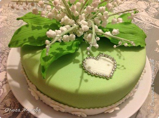 Всем доброго времени суток! Наконец могу показать ещё один мой торт с сахарными цветами. На этот раз - ландыши! фото 4