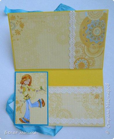 Для коллеги сделал конверт для денег. Очень хотелось нежного, женственного в солнечно-позитивном стиле, поэтому использовала такие цвета. Применила вырубку и самодельные цветы из фоамирана. фото 2