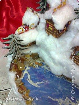 """Без слов.Учусь выставлять работы.Материал: каркас- картон;елки, домики - бумага для черчения, клей -Момент, ПВА, акриловые краски; снег-вата; озеро - синяя и прозрачная обложки для папок, манка; для эффекта - лак для волос с блестками; берег - камушки, клей-пистолет; статуя ангела - сувенир-прототип Ангела единой надежды из природного парка """"Оленьи ручьи"""". фото 9"""