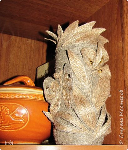 Карандашница-повторюшка из баночки от зелёного горошка. Очень понравилась идея поработать с джутовым шпагатом, которую я увидела здесь http://stranamasterov.ru/node/381078                          фото 11