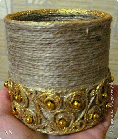 Карандашница-повторюшка из баночки от зелёного горошка. Очень понравилась идея поработать с джутовым шпагатом, которую я увидела здесь http://stranamasterov.ru/node/381078                          фото 3